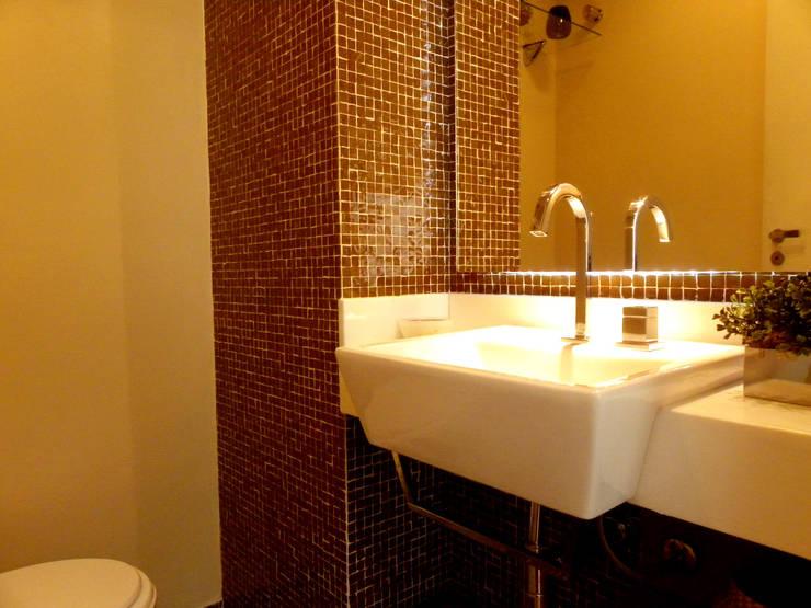 Projeto de Arquitetura e Reforma – Apartamento Guarulhos – Alta Vista: Banheiros  por SIA Arquitetura e Urbanismo,