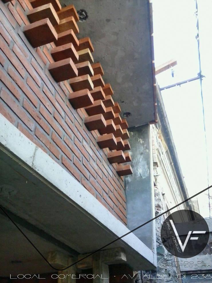 EL LADRILLO EN SU MAXIMA EXPRESION Oficinas y comercios de estilo moderno de VF ESTUDIO Moderno Ladrillos