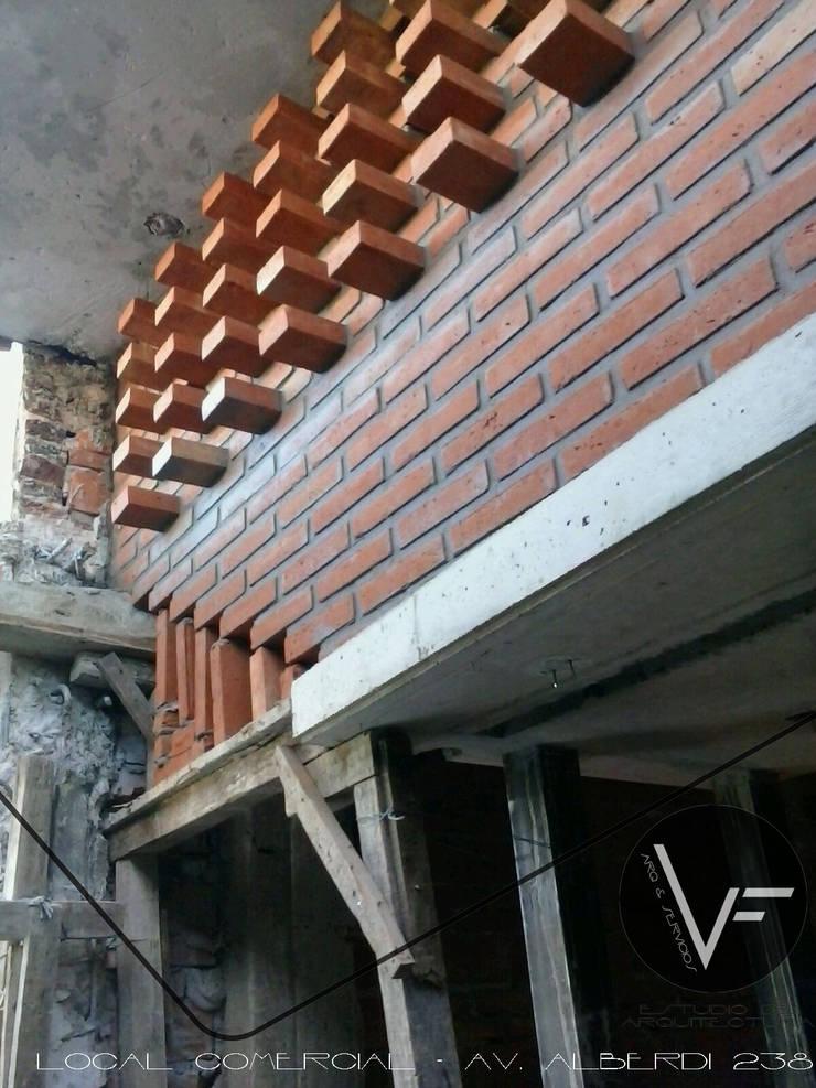 LOCAL COMERCIAL Oficinas y comercios de estilo moderno de VF ESTUDIO Moderno Ladrillos