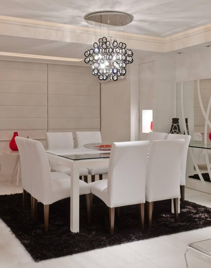 Dining room by HB Arquitetos Associados, Modern Glass