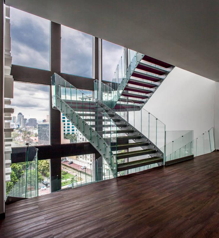 Flur & Diele von Serrano Monjaraz Arquitectos,