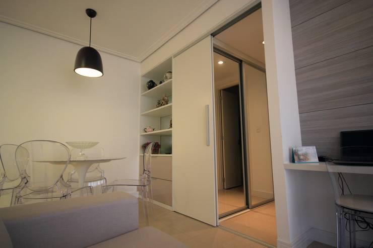 Sala integrada: Salas de estar  por Studio Santoro Arquitetura,