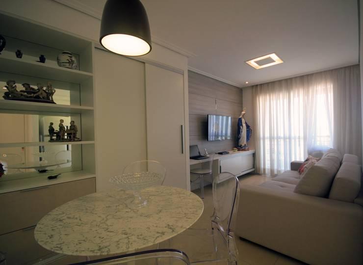 Sala integrada: Salas de jantar  por Studio Santoro Arquitetura,