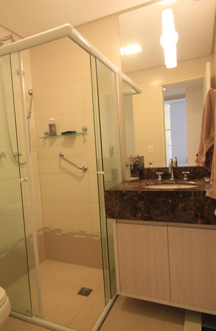 Banheiro: Banheiros  por Studio Santoro Arquitetura,