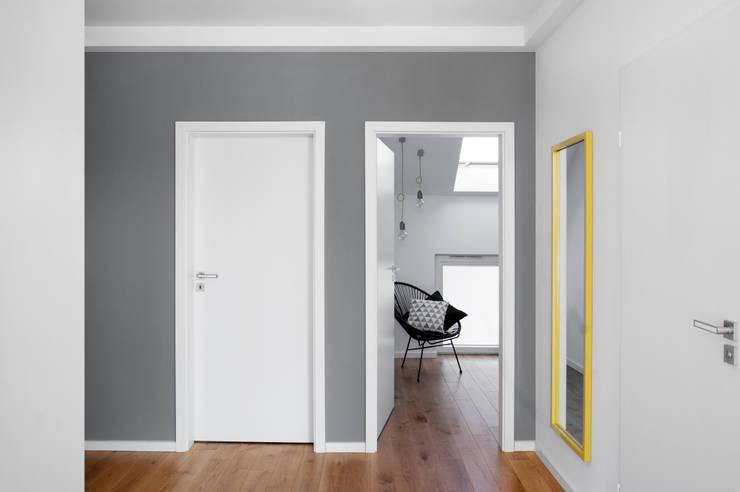Mieszkanie Tychy: styl , w kategorii Korytarz, przedpokój zaprojektowany przez Joanna Kubieniec