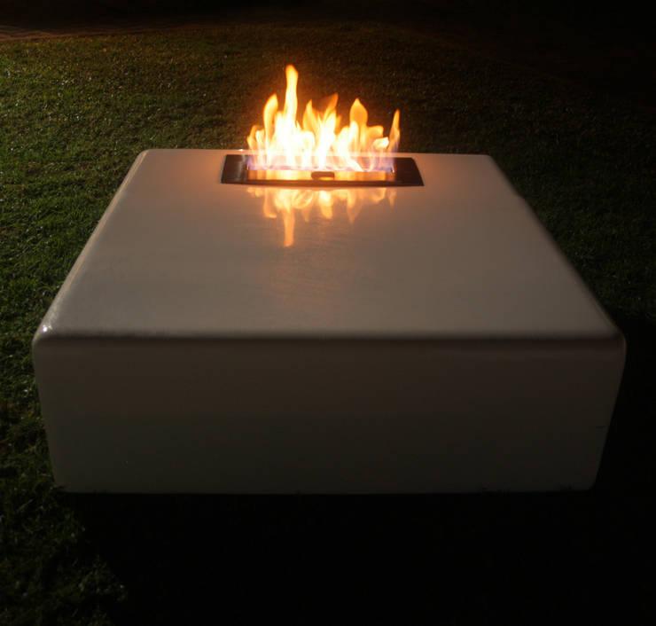 Firebox - Mesa/Chimenea para Bioetanol: Jardines de estilo  por MÖGEN OUTDOOR,