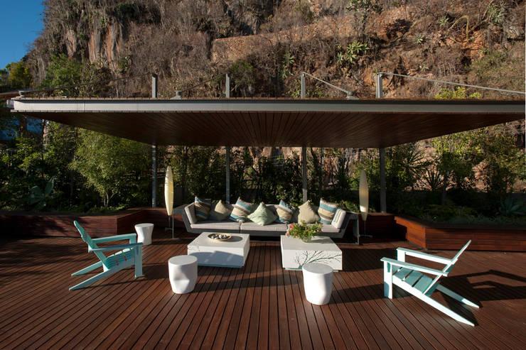 Hiên, sân thượng by Serrano Monjaraz Arquitectos