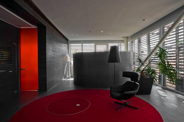 Edificio Vidalta: Salas de estilo  por Serrano Monjaraz Arquitectos