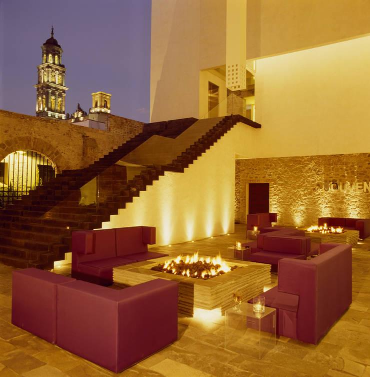 Hotel La Purificadora: Salas de estilo  por Serrano Monjaraz Arquitectos