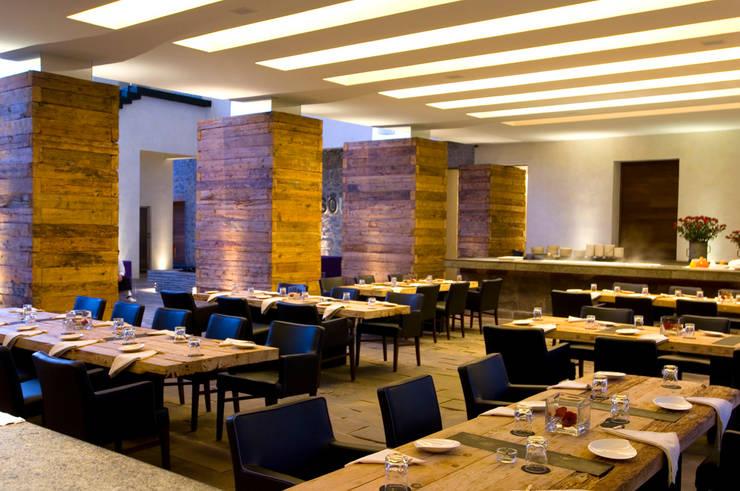 Hotel La Purificadora: Comedores de estilo  por Serrano Monjaraz Arquitectos