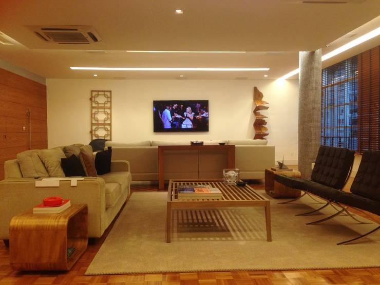 Livings de estilo  por Carlos Salles Arquitetura e Interiores, Moderno