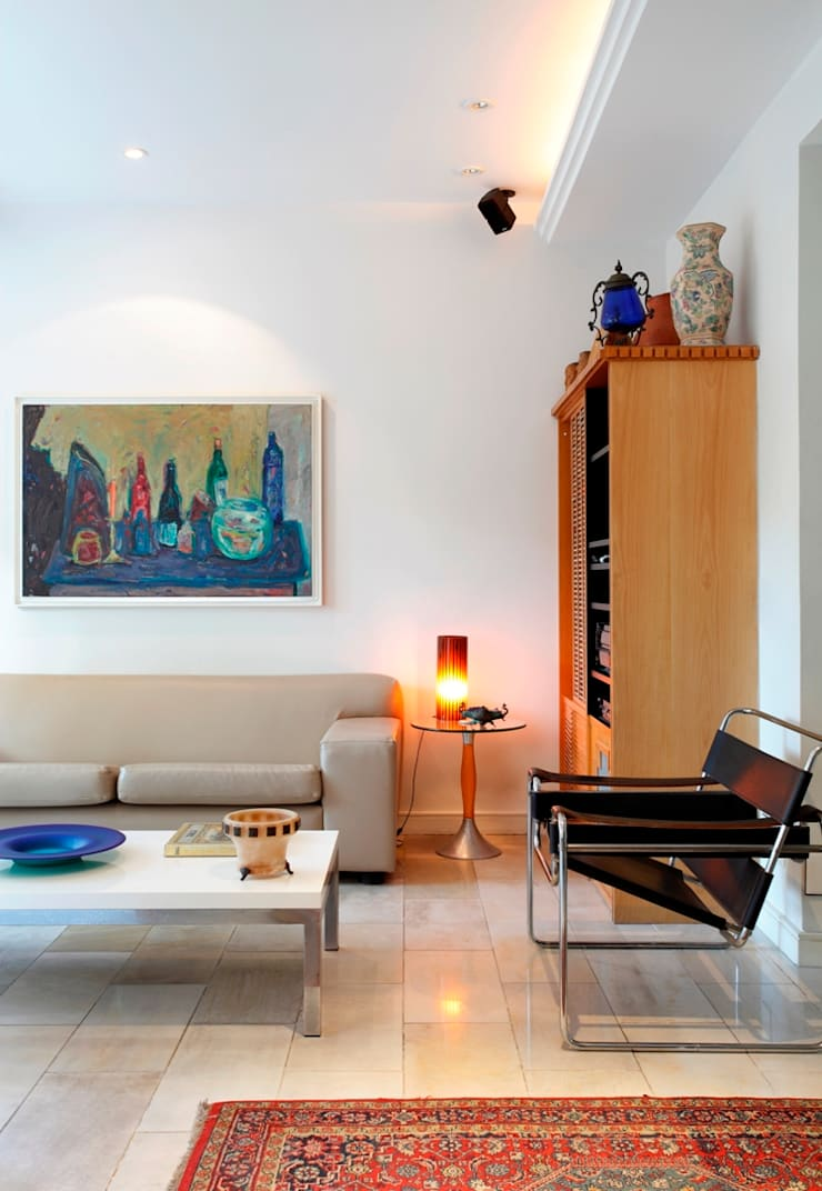 Living room by Carlos Salles Arquitetura e Interiores, Eclectic