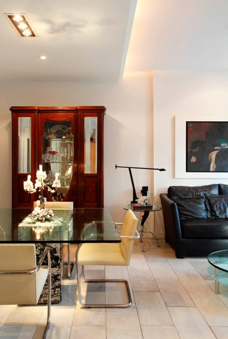 Apartamento Ipanema 3: Salas de jantar  por Carlos Salles Arquitetura e Interiores,
