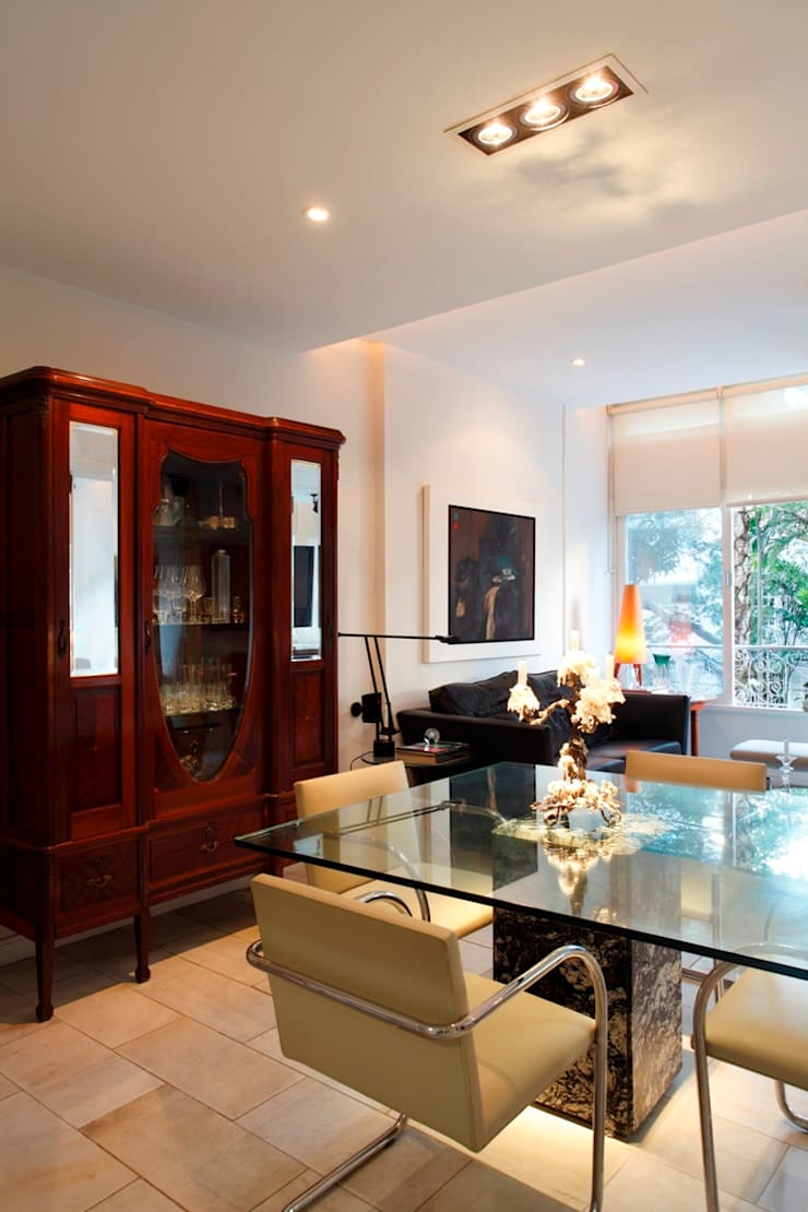 Dining room by Carlos Salles Arquitetura e Interiores, Eclectic