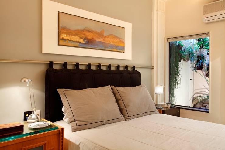 Bedroom by Carlos Salles Arquitetura e Interiores, Eclectic