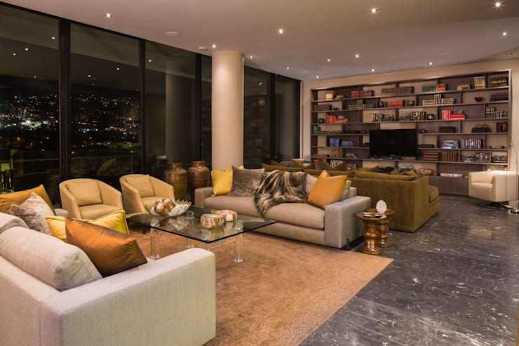 P.CENTRAL / LINEA VERTICAL : Salas de estilo  por Idea Cubica