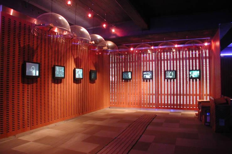 Centro de Tecnologías Telmex: Paisajismo de interiores de estilo  por Serrano Monjaraz Arquitectos