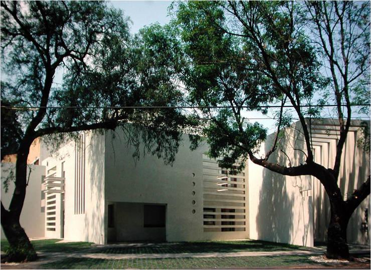 Corporativo Tres Picos: Casas de estilo  por Serrano Monjaraz Arquitectos