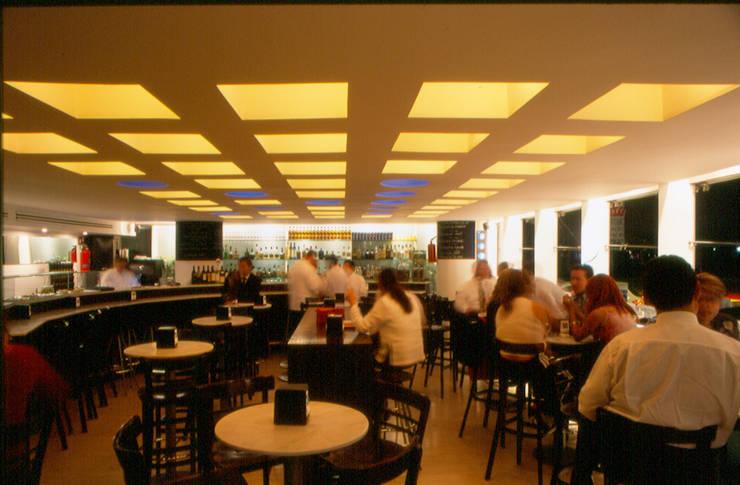 Restaurante Capicúa Nuevo León : Comedores de estilo  por Serrano Monjaraz Arquitectos