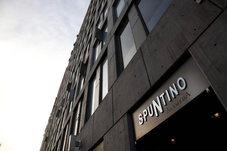 Restaurante Spuntino: Casas de estilo  por Serrano Monjaraz Arquitectos