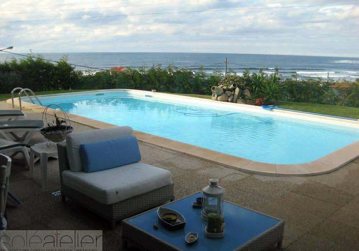 Casa <q>Villa Solé</q>_Moledo, Caminha: Piscinas  por SOLE ATELIER, LDA