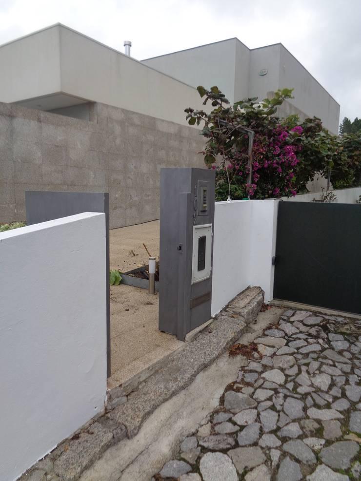 Casa <q>Villa Solé</q>_Moledo, Caminha: Casas  por SOLE ATELIER, LDA