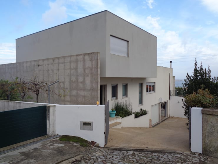 Casa <q>Villa Solé</q>_Moledo, Caminha: Paredes  por SOLE ATELIER, LDA