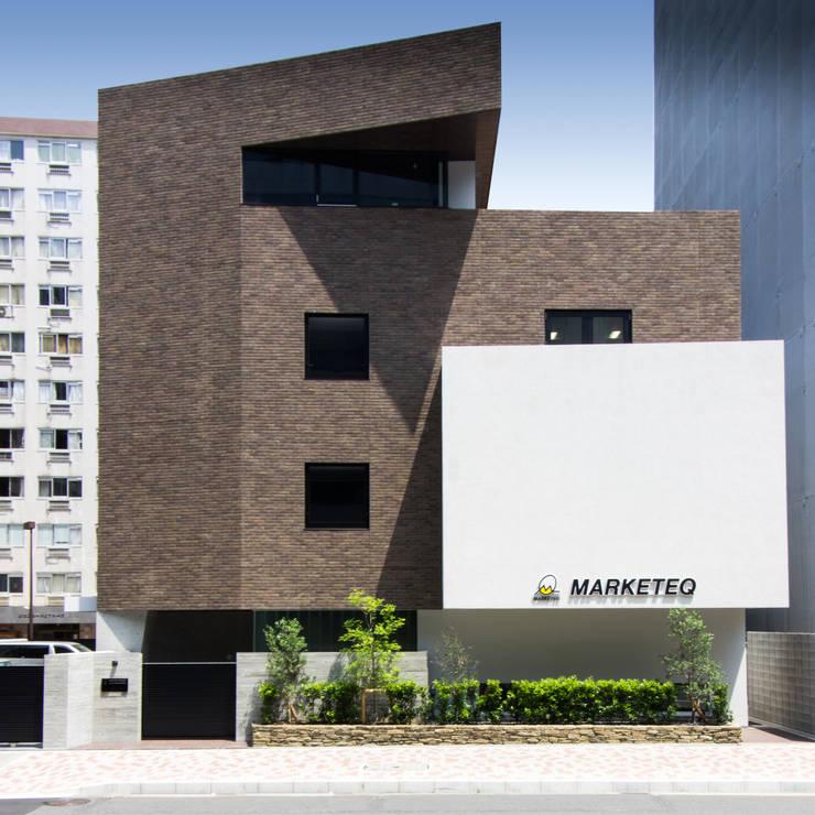 新大阪のオフィスビル/外観: 一級建築士事務所アールタイプが手掛けたオフィスビルです。