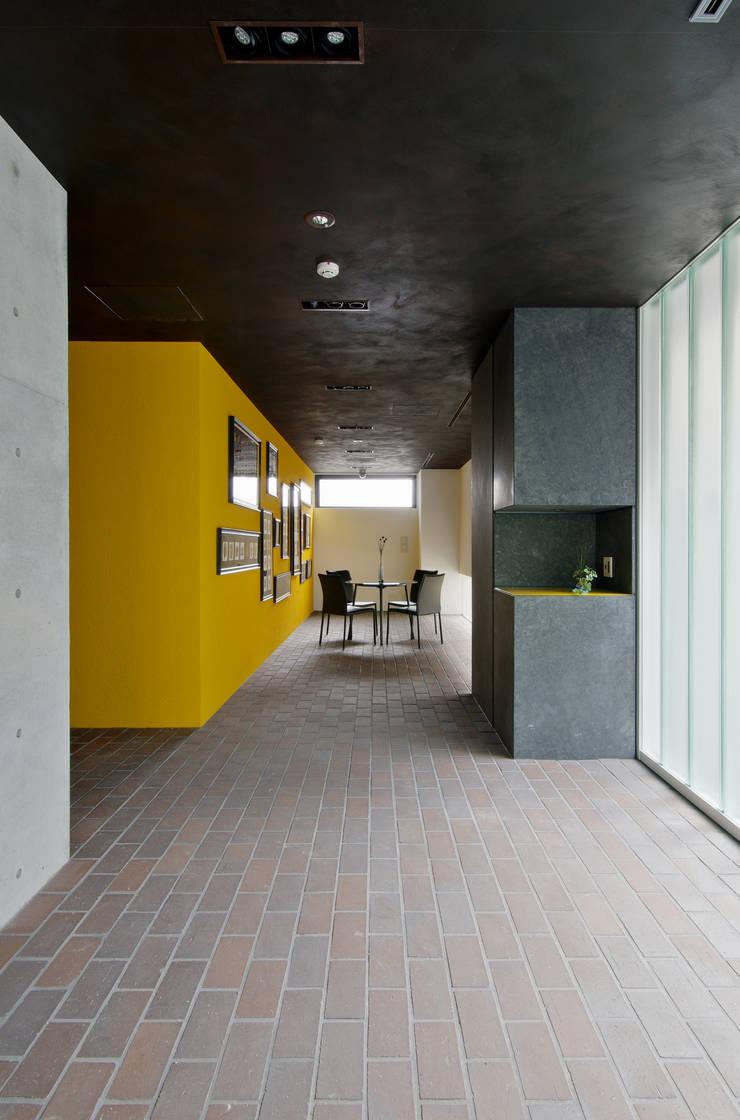 新大阪のオフィスビル/エントランス1: 一級建築士事務所アールタイプが手掛けたオフィスビルです。