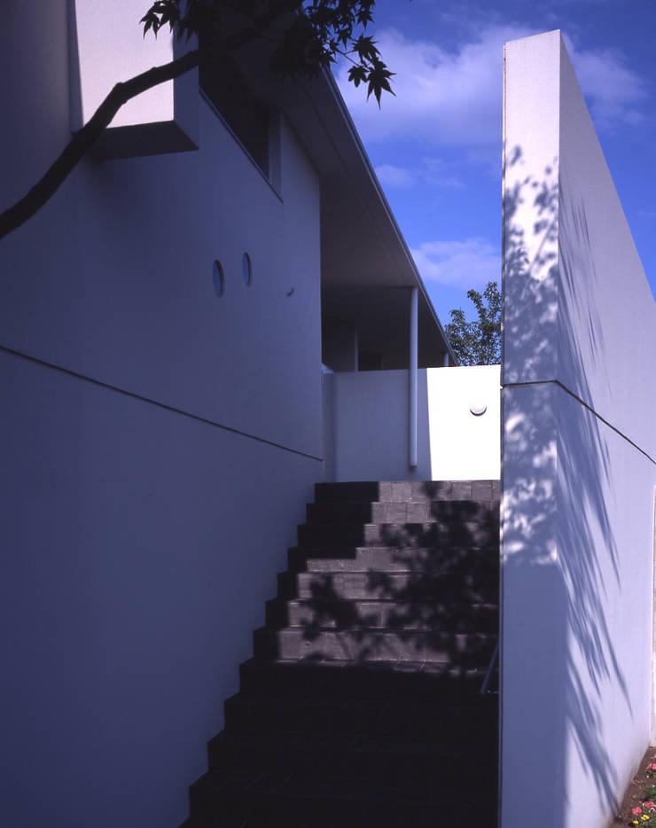I-HOUSE: 株式会社長野聖二建築設計處が手掛けた廊下 & 玄関です。
