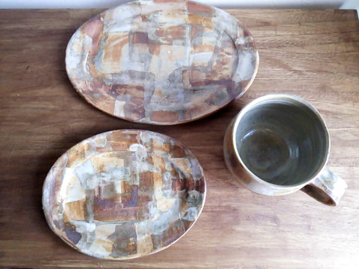 シリーズ『石畳』: 陶器食器店 a new sprout / junko sakamotoが手掛けたキッチンです。