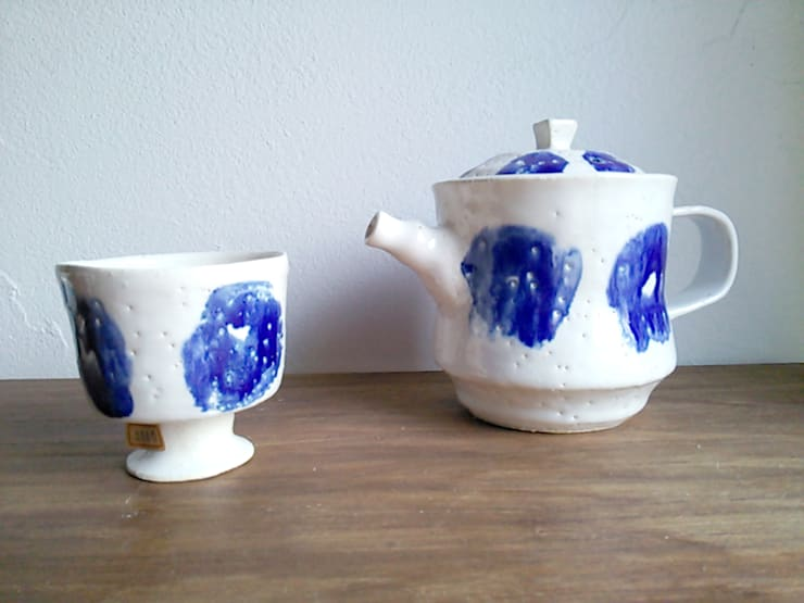 de style  par 陶器食器店 a new sprout / junko sakamoto, Moderne
