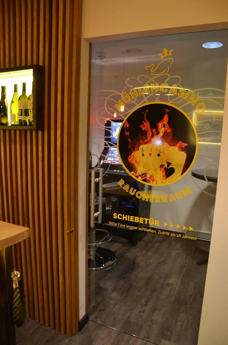 Clubraum:  Gastronomie von Fa. RESANEO®