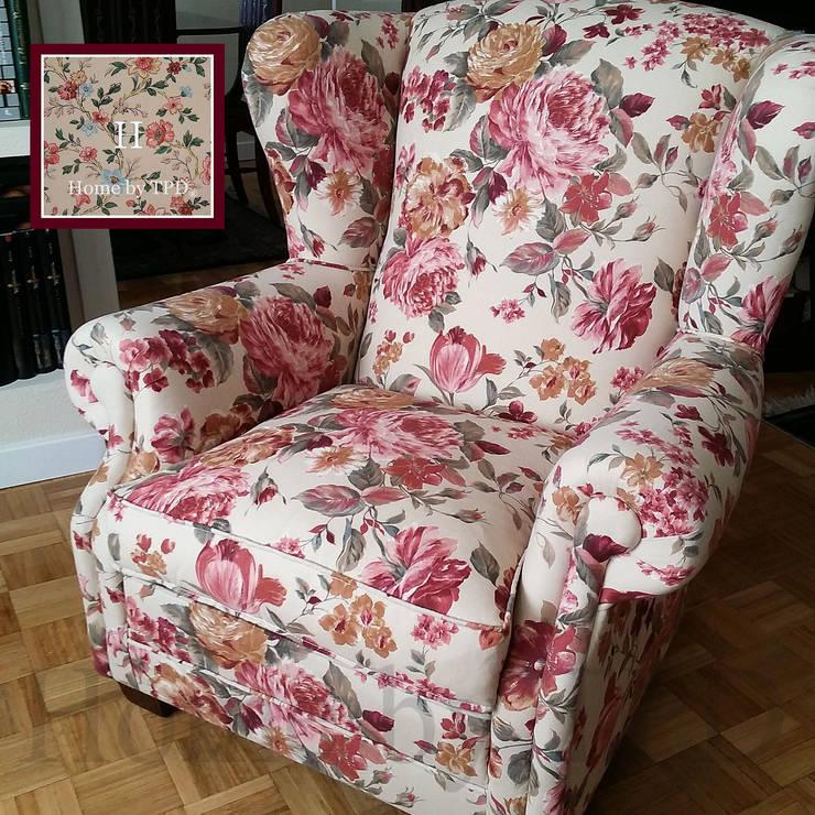 Living room by Home by TPD 'El Arte de Recibir en Casa', Classic
