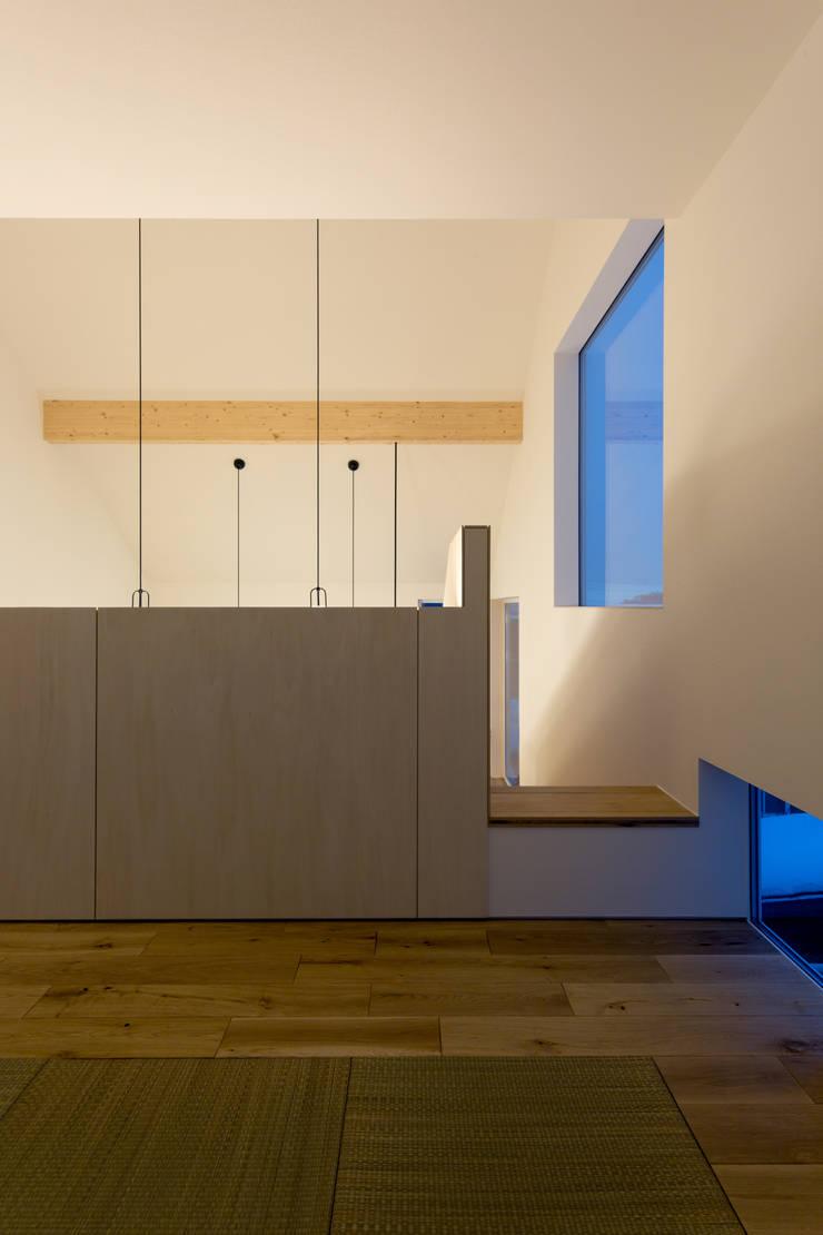 スベリ台のある家: 一級建築士事務所 Atelier Casaが手掛けた和室です。,