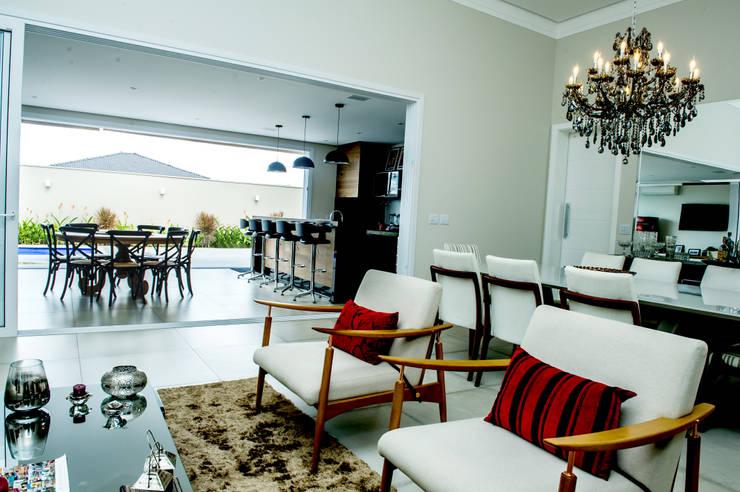 客廳 by Celina Molinari Arquitetura e Interiores,