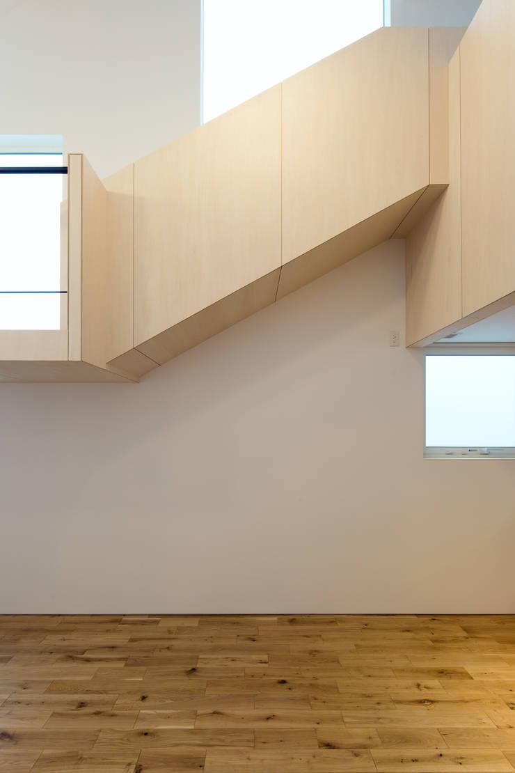 スベリ台のある家: 一級建築士事務所 Atelier Casaが手掛けたダイニングです。,