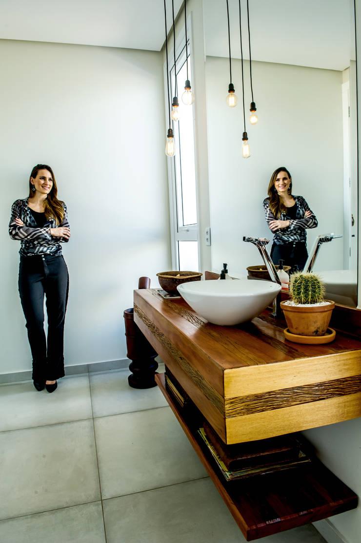浴室 by Celina Molinari Arquitetura e Interiores,