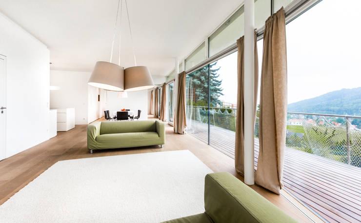 Woonkamer door LOVE architecture and urbanism