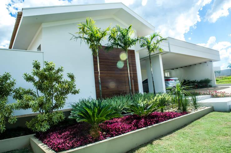 房子 by Celina Molinari Arquitetura e Interiores,