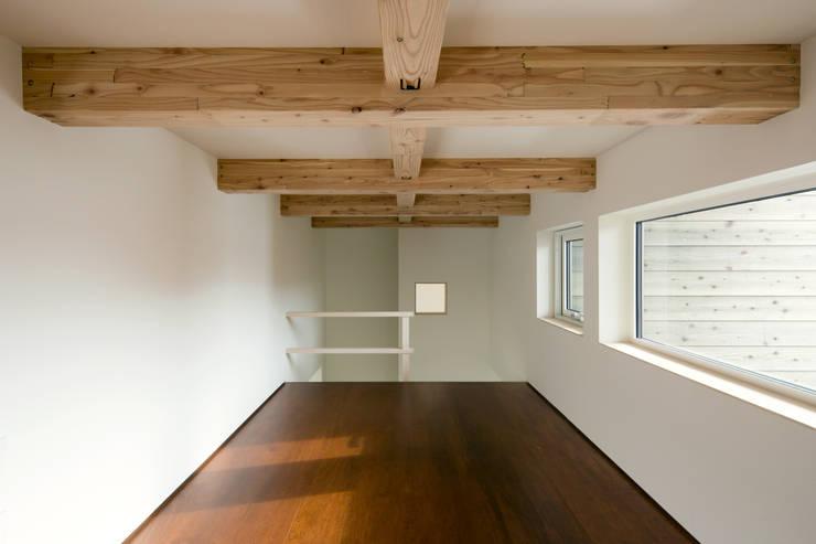 手稲山が望める家: 一級建築士事務所 Atelier Casaが手掛けた和室です。,