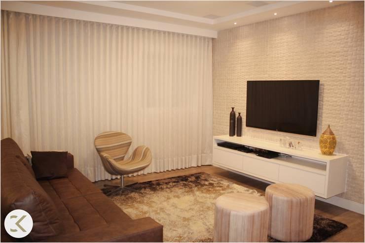 Projeto Auge Home Resort: Salas de estar  por Coppini & Khauam Arquitetura e Interiores,
