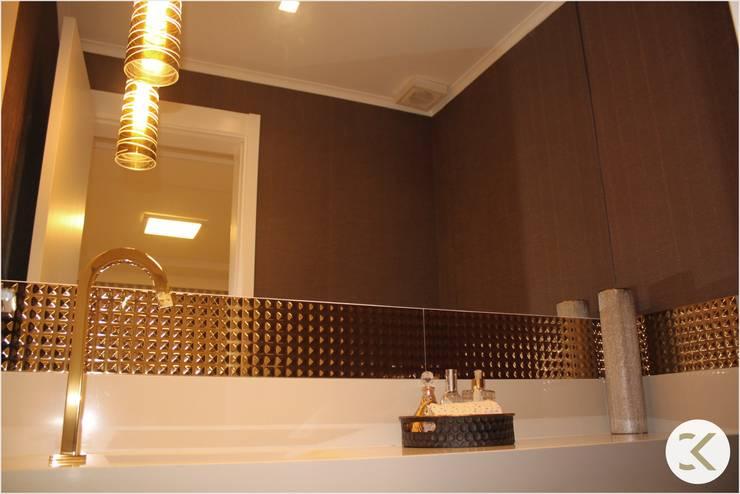 Projeto Auge Home Resort: Banheiros  por Coppini & Khauam Arquitetura e Interiores,