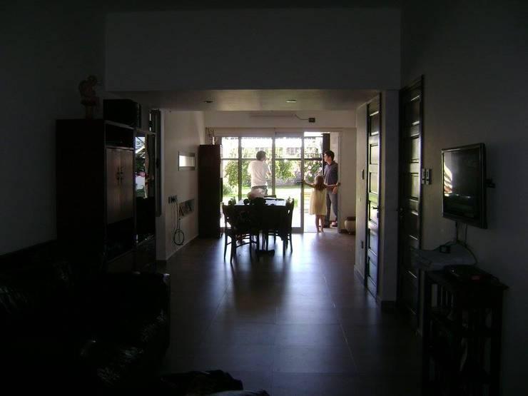 Sala multimediale in stile  di LG ARQUITECTURA