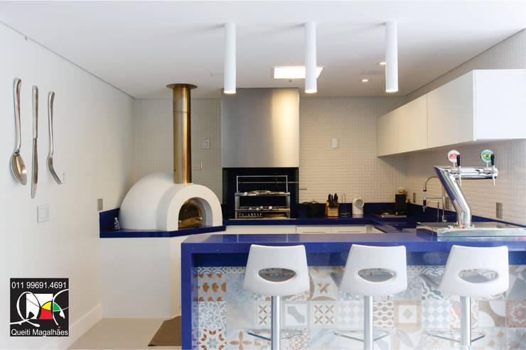 Terrazas de estilo  por Queiti Magalhães Arquitetura e Decorações