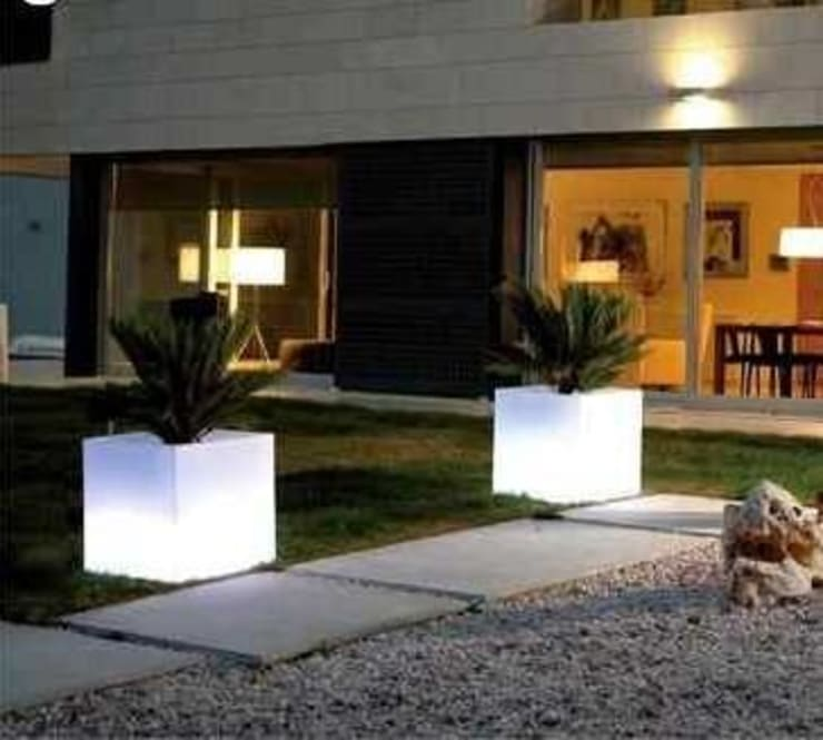 MACETAS LUMINOSAS: Jardines de estilo  por Led Deco y Design