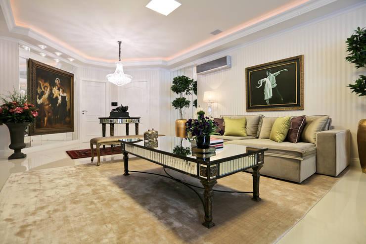 Apartamento: Salas de estar  por Spengler Decor,
