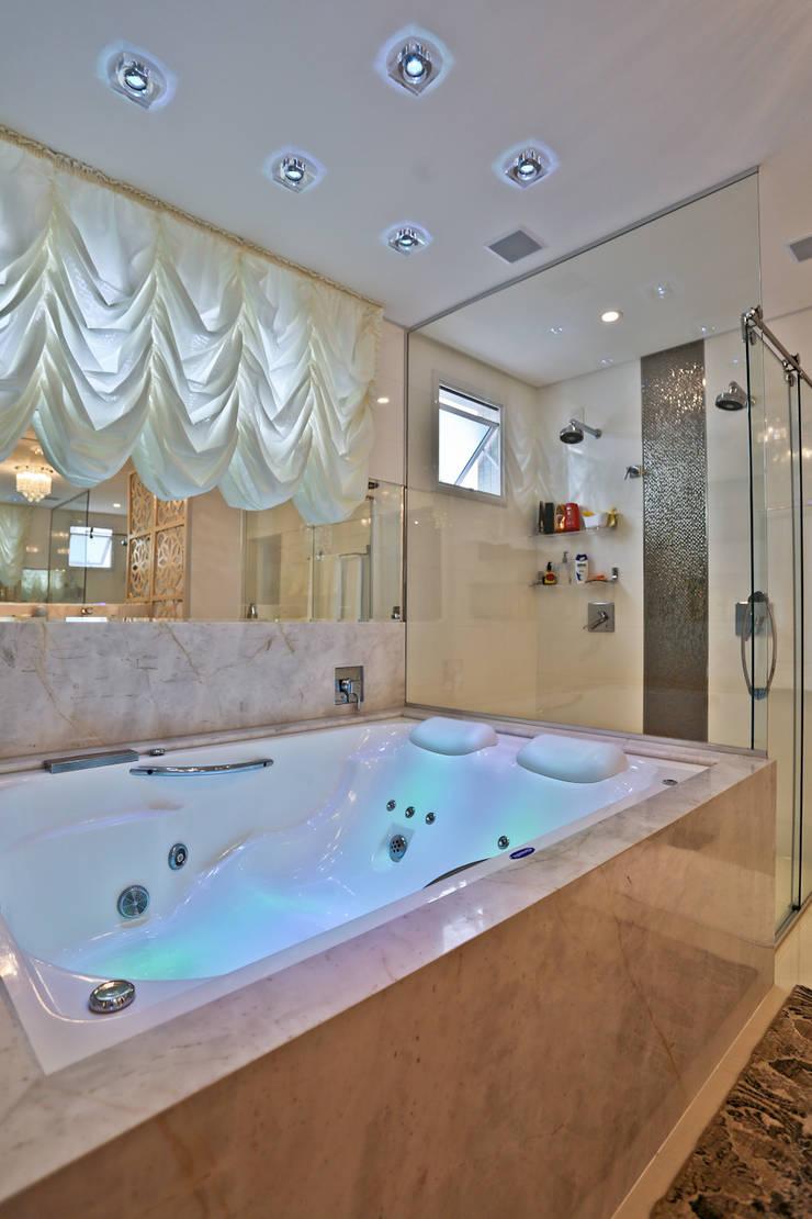 Apartamento: Banheiros  por Spengler Decor,