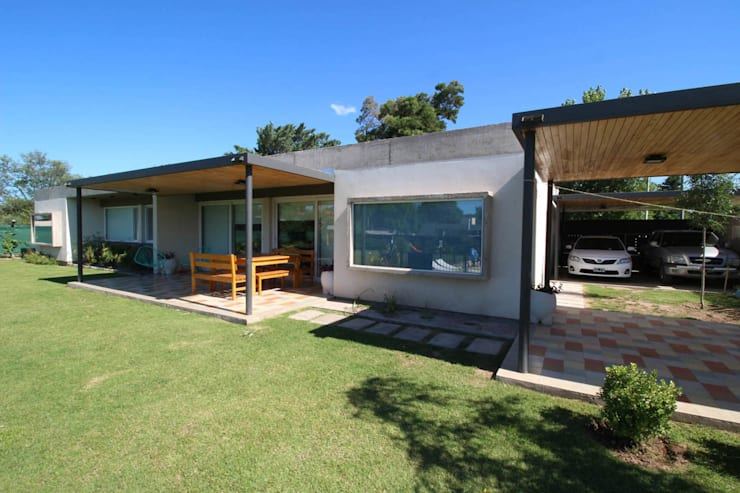 Casa Storni: Casas de estilo  por Queixalós.Trull Arquitectos