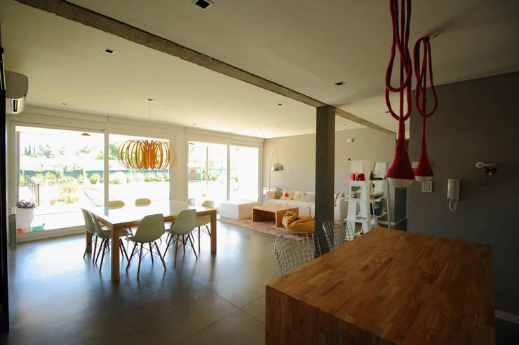 Estar Comedor: Comedores de estilo  por Queixalós.Trull Arquitectos